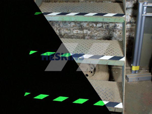 Фотолюминисцентная противоскользящая (антискользящая) лента стандартная зернистость safety-grip, Черно-Белая