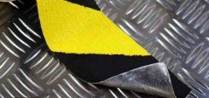 Формуемая противоскользящая (антискользящая) лента грубой зернистости safety-grip на алюминиевой основе, желто-черная