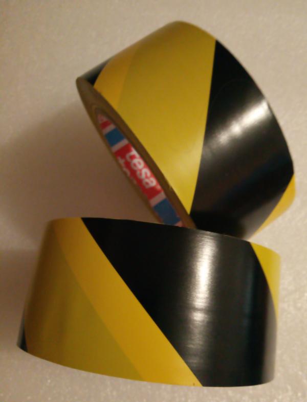 ЖЕЛТО-ЧЕРНАЯ TESA 60760 сигнальная клейкая лента на основе ПВХ для напольной разметки и маркировки